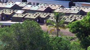 Många flyktingar bor i tältbyar i Nauru