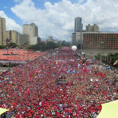 Presidentti Nicolas Maduron kannattajat koolla pääkaupungissa Caracasissa.