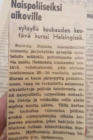 Lehtileike naispoliisikoulutuksesta vuonna 1939.