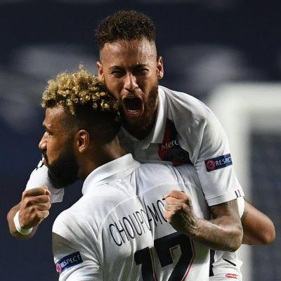 Eric Maxim Coupo-Moting och Neymar jublar.