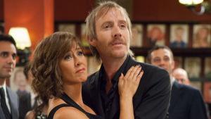 Jane (Jennifer Aniston) och Seth (Rhys Ifans) i filmen She´s funny that way