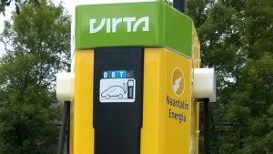 Laddningsstation för elbilar i Nådendal.