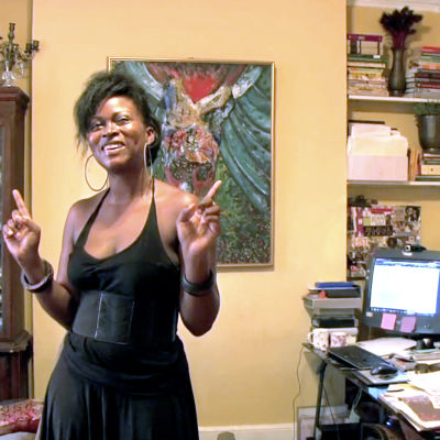 Irti neitsyydestä haastateltava Abriola Abrams. Yle kuvapalvelu ja Trixie Films.
