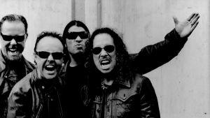 Svartvit bild på Metallica.