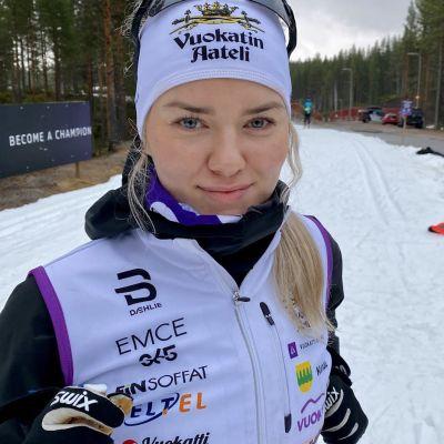 Vilma Nissinen Vuokatin hiihtoladulla.