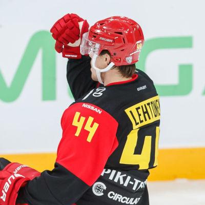 Mikko Lehtonen jublar.