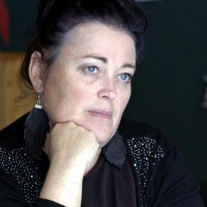 Sanna Tiivola är verksamhetsledare för Vailla Vakinaista Asuntoa ry. En förening som driver de bostadslösas intressen.