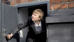Aikuisten poika elokuvan Oliver ovensuussa