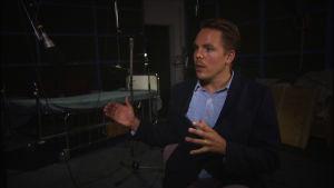 """Juhana von Bagh ohjasi Ylen Radioteatterille uuden tulkinnan Tuntemattomasta sotilaasta: """"On velvollisuus tehdä klassikko niin että se tuntuu!"""""""