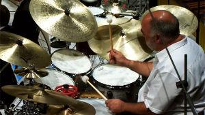Rumpali Peter Erskine Helsingin kaupunginorkesterin konsertissa 19.9.2014.