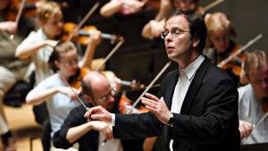 Sakari Oramo johtaa Radion sinfoniaorkesteria Espanjassa 2005