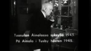 Jean Sibelius Ainolan kodissaan.