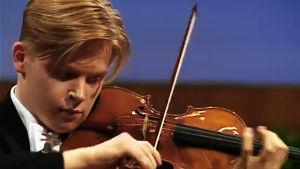 Pekka Kuusisto voittaa Sibelius-viulukilpailun vuonna 1995.