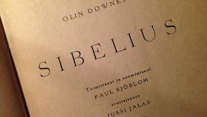 Sisäsivu Olin Downesin Sibelius-kirjan suomennoksesta.
