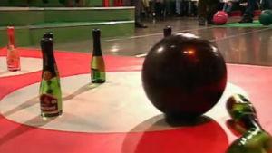 Bowling med champagneflaskor, Yle 1996