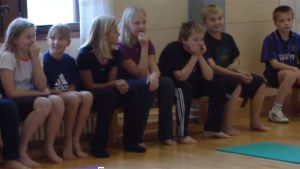 Barn på gymnastiktimme, Yle 2002