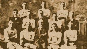 vanha valokuva urheilijoista
