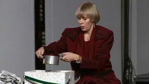 Christine Saarukka med kastrull, 1990