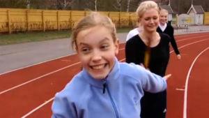 Flickor tränar, 2003