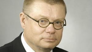 Kansanedustaja, kirkkoherra Kimmo Kivelä