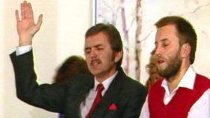 Två män på en gudstjänst