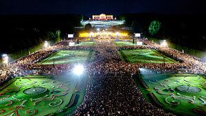 Wienin filharmonikkojen perinteinen kesäkonsertti oli tänä vuonna toukokuun 14. päivä. Konsertti Scönbrunnista televisioidaan ja tämän vuoden konsertti nähdään Yle Teemalla 29.8.