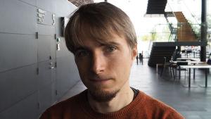 säveltäjä Jouni Hirvelä
