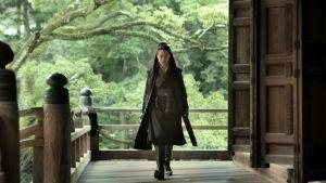 Nainen kävelee kameraa kohti, 800-luvun Kiinassa