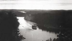 ångbåt i en sjö