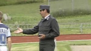 officer på en idrottsplan