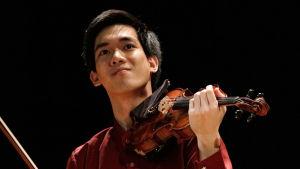 Amerikkalais-taiwanilainen Richard Lin Sibelius-viulukilpailussa 2015.