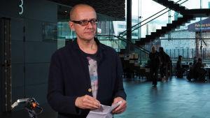 Juhani Nuorvala piti viimeisen puheenvuoron Suomen säveltäjien puheenvuorojen sarjassa Sibeliuksen 150-vuotisjuhlavuonna Kantapöydässä 16.12.2015.