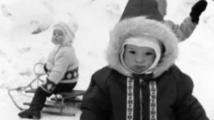 Barn med kälke, 1967