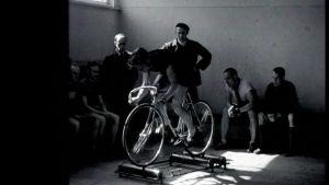 Kilpapyöräilijöiden kuivaharjoittelua 1946.