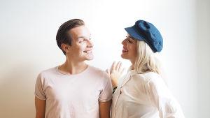 YleX Bäkkärin juontajat Valtteri Lehtinen ja Thelma Siberg