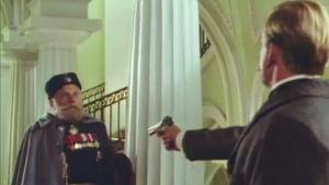 Eugen Schauman (Mats Långbacka) skjuter generalguvernör Bobrikov (Ernst Romanov), Yle 1992
