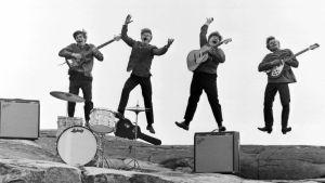 60-luvun orkesteri hyppää ilmaan.