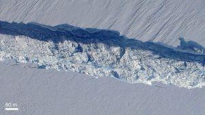 Sprickan i glaciären Pine Island fotograferad uppifrån