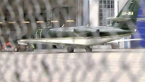 Flygplanet med de kidnappade finländarna anlände till Helsingfors