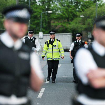 Poliisit partioivat brittisotilaan surmapaikan läheisyydessä Lontossa 23. toukokuuta.