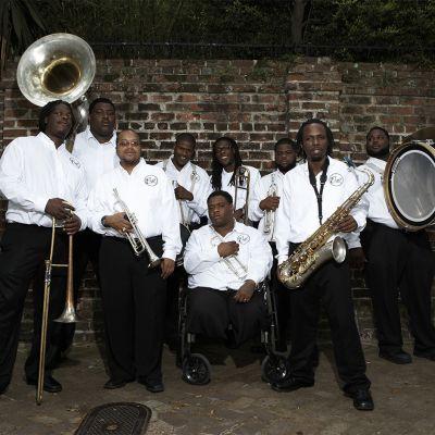 Hot 8 Brass Band tulee New Orleansista, joka kärsii edelleen hirmumyrsky Katrinan tuhoista.