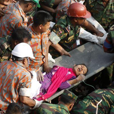 Pelastustyöntekijät onnistuivat saamaan Reshmaksi kutsumansa naisen pois raunioista noin 40 minuutissa. Hänet on viety sairaalaan.