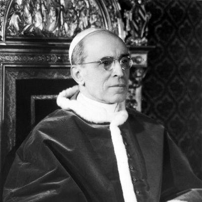 Päiväämätön kuva paavi Pius XII:sta.