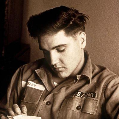 Elvis Presley kuvattuna hänen palvellessaan Yhdysvaltain armeijassa.
