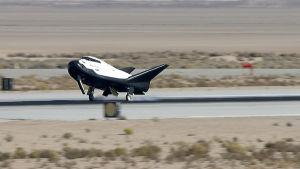 Rymdflygplanet Dream Chaser landar.