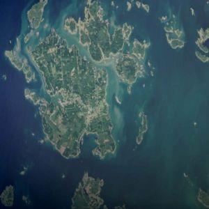 Satellitbild av Bergö skärgård tagen i september 2018, på vilken man ser utbredningen av blågrönalger.