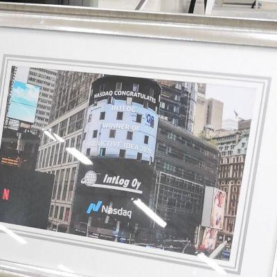 Intlogin mainos Times Squarella