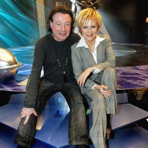 Laulajat Kirka ja Katri Helena Kalaoja kuvattuna tammikuussa 2006.