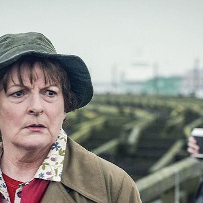Ylikomisario Vera Stanhope jatkaa uusissa jaksoissa murhatutkimuksiaan Northumberlandin kreivikunnassa.