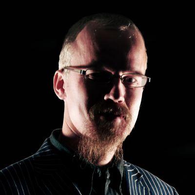 Kirjailija Kimmo Puustinen